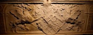 Tombeau de Loys de Foix - Chimères encadrant les armoiries Bréon-Tinière (lion-croix ancrée)