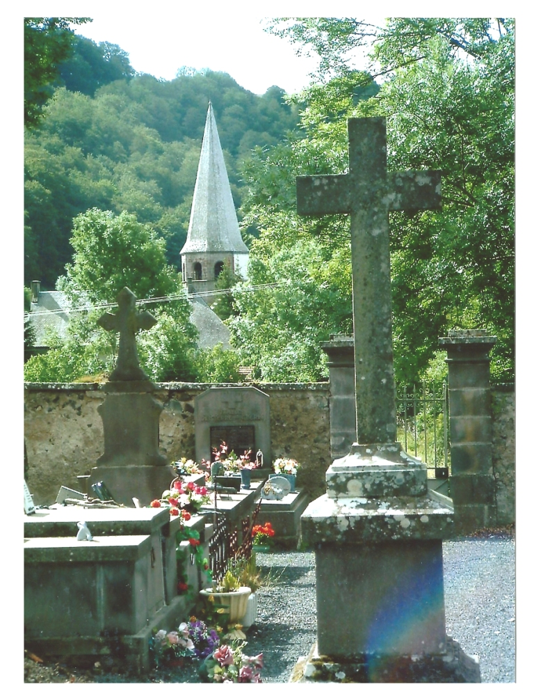 L'attribut alt de cette image est vide, son nom de fichier est Eglise-vue-du-cimetière.jpg.